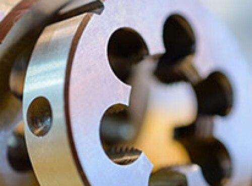 Плашка для нарезания резьбы: виды, предназначение